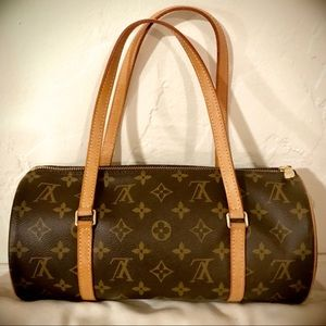 Like New ✨ LOUIS VUITTON Monogram Papillon 26